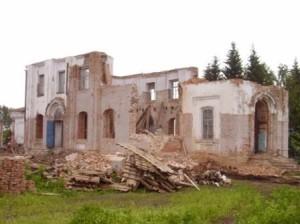 Начало реставрации 2009год. Удаление деформированых элементов храма.